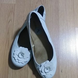 White Mt slip - on flat shoes size 7